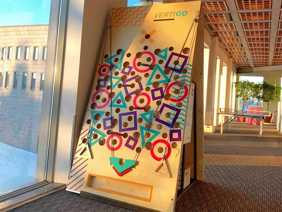 jeu de labyrinthe en bois vertical